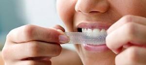 Чем щекотливо очистка зубов